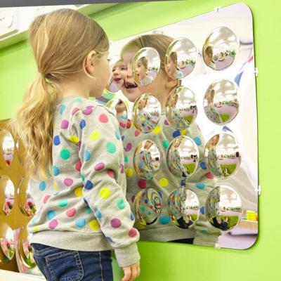 Zestien bolle spiegels